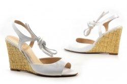 Sandałki 36 koturn LAURA MESSI 1944 skóra białe opalizujące