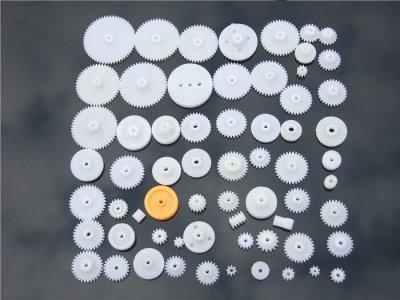 Zestaw 64 kół zębatych i zębatek z tworzywa - do budowy mechaniki robotów