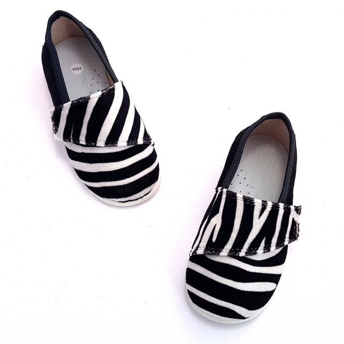 buty-dla-dzieci-na-rzep-slippers-family-zebra