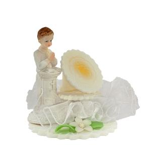 Chlopiec z hostią na tiulu - dekoracja cukrowa na tort