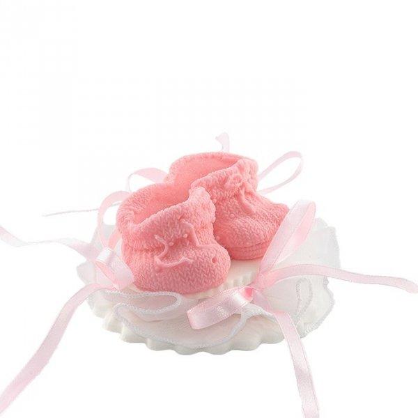 Buciki różowe na tiulu - dekoracja tortu na chrzest