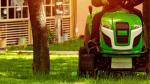 Jaki traktorek kosiarka? Podpowiadamy, na co zwracać uwagę
