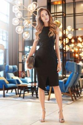 S105 Sukienka z asymetrycznym rozcięciem - czarna
