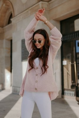 Sweter z guzikami i dłuższym tyłem LS307 pudrowy róż