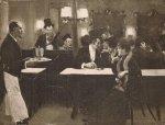 [DĘBICKIStanisław - Kawiarnia paryska z 1890 - fotografia reprodukcyjna]. [przełom XIX/XX w.]. Fotografia form. 15,6x20,5 cm nieznanego autorstwa.