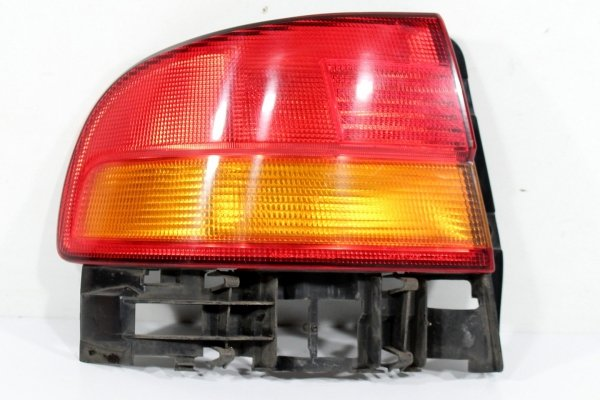 Lampa tył lewa Toyota Carina E T19 1997 Sedan