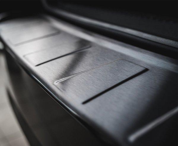VOLVO XC60 2014-2017 Nakładka na zderzak TRAPEZ Czarna szczotkowana