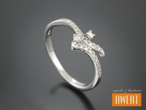 ADANA CRYSTAL srebrny pierścionek z cyrkoniami roz. 17