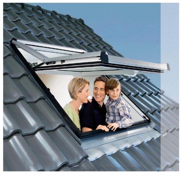 OUTLET: Dachfenster Roto Designo R7 Hoch-Schwingfenster R79 H 74x118 7/113-fach-Verglasung Uw-Wert 1,1 ENERGIE Holz klar lackiert mit Wärmedämmblock