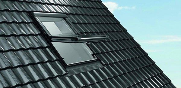 Dachfenster Roto Designo R65 K blueLine Schwingfenster aus Kunststoff  mit Wärmedämmblock