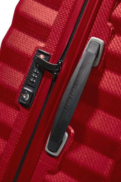Bagaż posiada zamek szyfrowy TSA oraz boczną rączkę