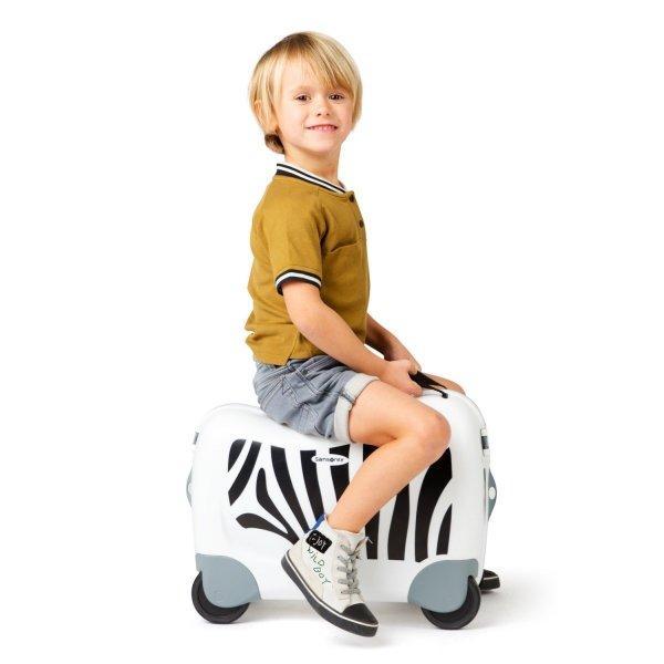 Bagaż posiada siedzisko, na którym dziecko może usiąść i przemieszczać sie jeżdżąc
