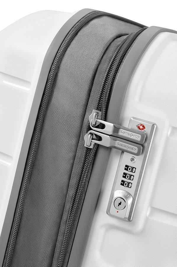 Bagaż posiada podwójny zamek, który umożliwia zwiększenie objętości bagażu