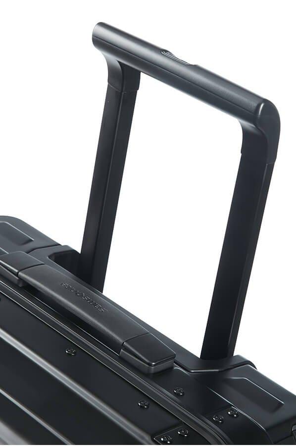 Bagaż posiada górny uchwyt