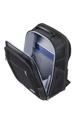 Plecak w przedniej komorze posiada miejsce na dokumenty