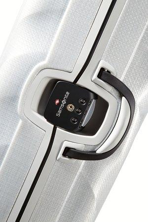 Bagaż zapinany jest na trzy zapięcia zatrzaskowe. Główne zapięcie zamykane jest na szyfr z systemem TSA