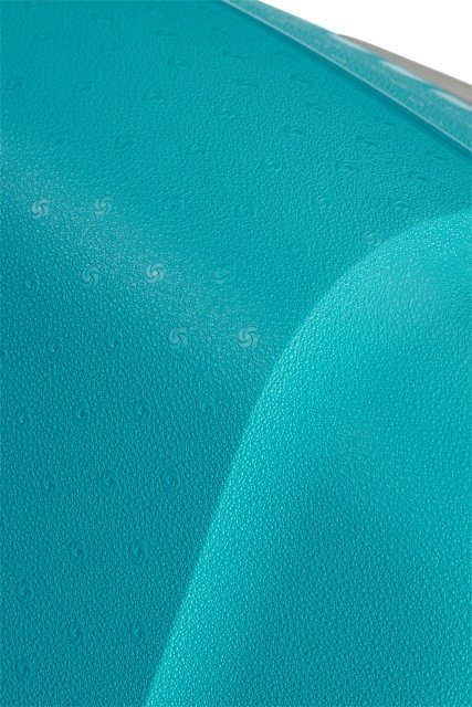 Walizka wykonana z mocnego polipropylenu, który jest odporny na pęknięcia