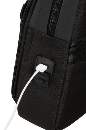 Torba posiada port USB oraz miejsce na powerbanka