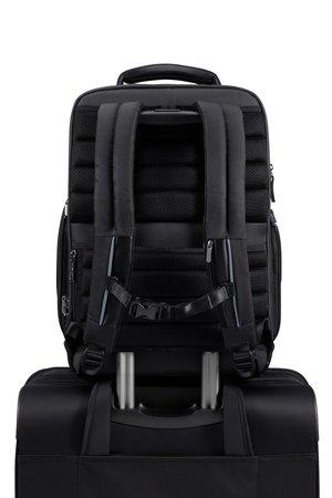 Plecak posiada tunel przez który możemy nałożyć plecak na stelaż bagażu