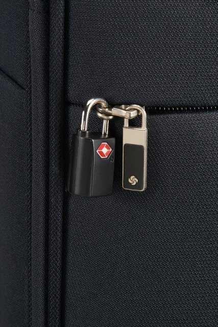 Bagaż posiada zewnętrzną kieszeń, którą można dodatkowo zabezpieczyć kłódką