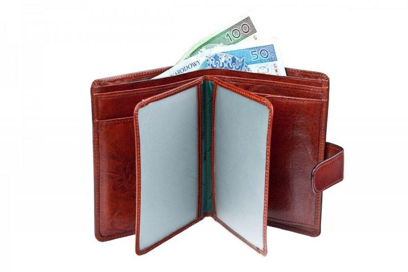 Portfel posiada 6miejsc na karty, 3 większe kieszenie i dwie przegrody na banknoty