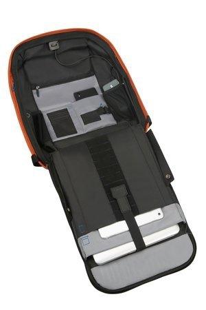 Plecak wewnątrz posiada miejsce na laptopa oraz wszystkie niezbędne rzeczy