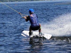 Jak wybrać deskę wakeboardową?