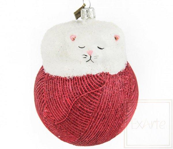 figurka kota bombka czerwona / Katze 11cm - Auf einer roten Kugel