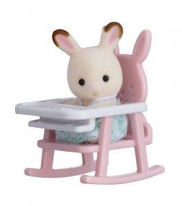 Sylvanian Families Przenośny zestaw dla dziecka (królik na krzesełku dziecięcym)