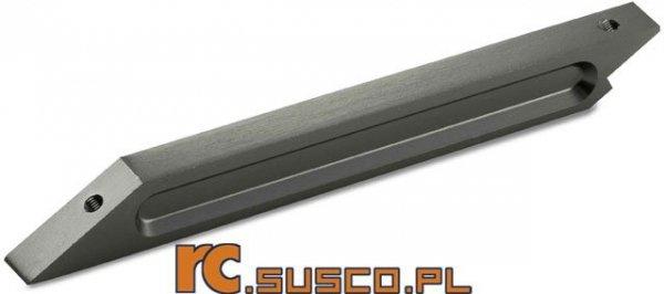 Przednia aluminiowa klamra podwoziowa.