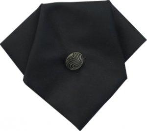 żabot koloru czarnego