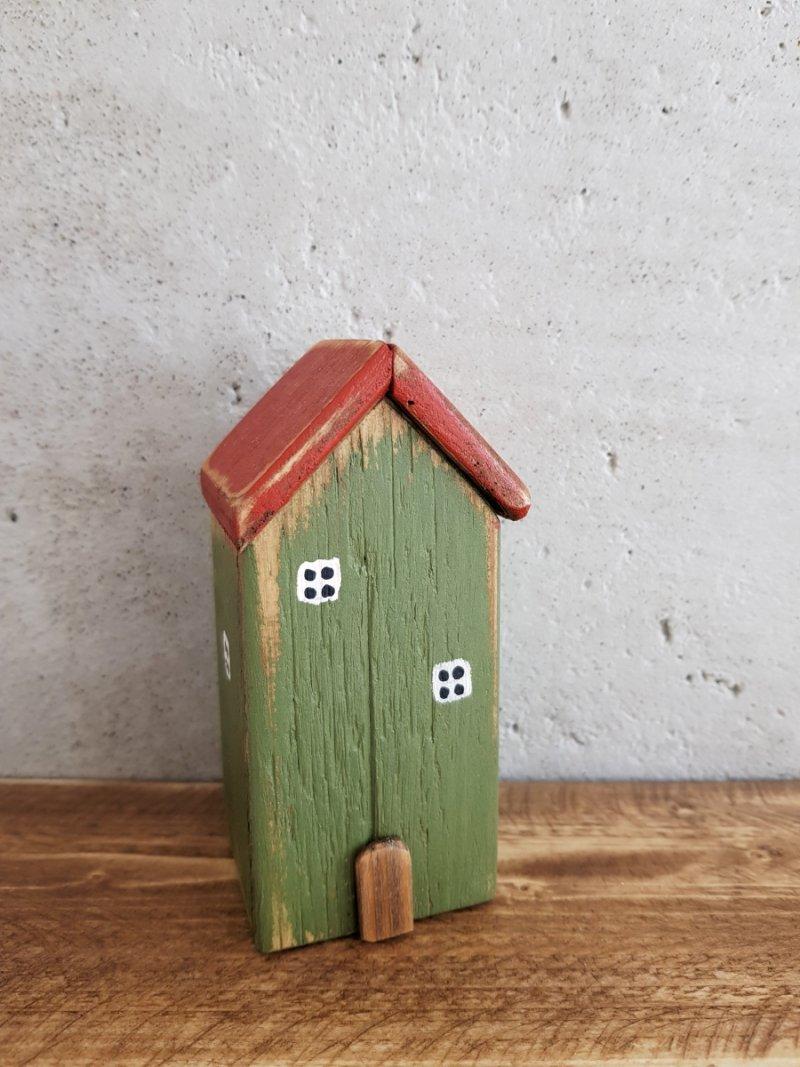 Drewniany domek skandynawski zielony