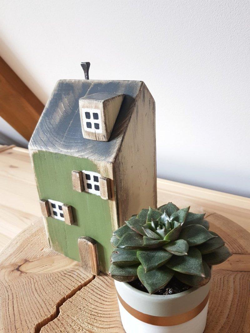 Drewniany domek zielony/beż