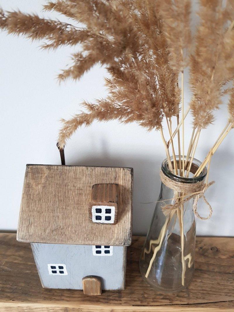 Drewniany domek szary/czarny