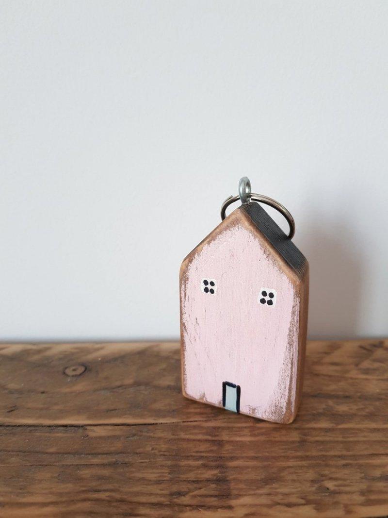 Drewniany brelok do kluczy domek
