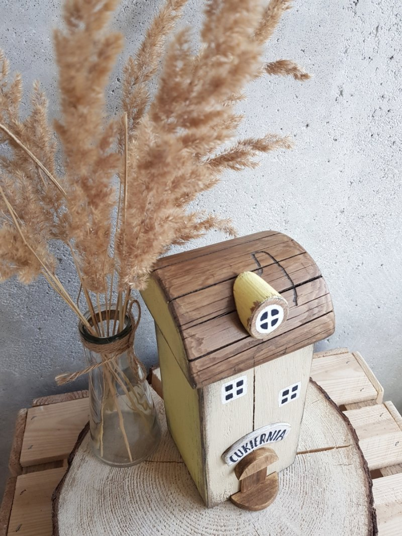 Drewniany domek cukiernia
