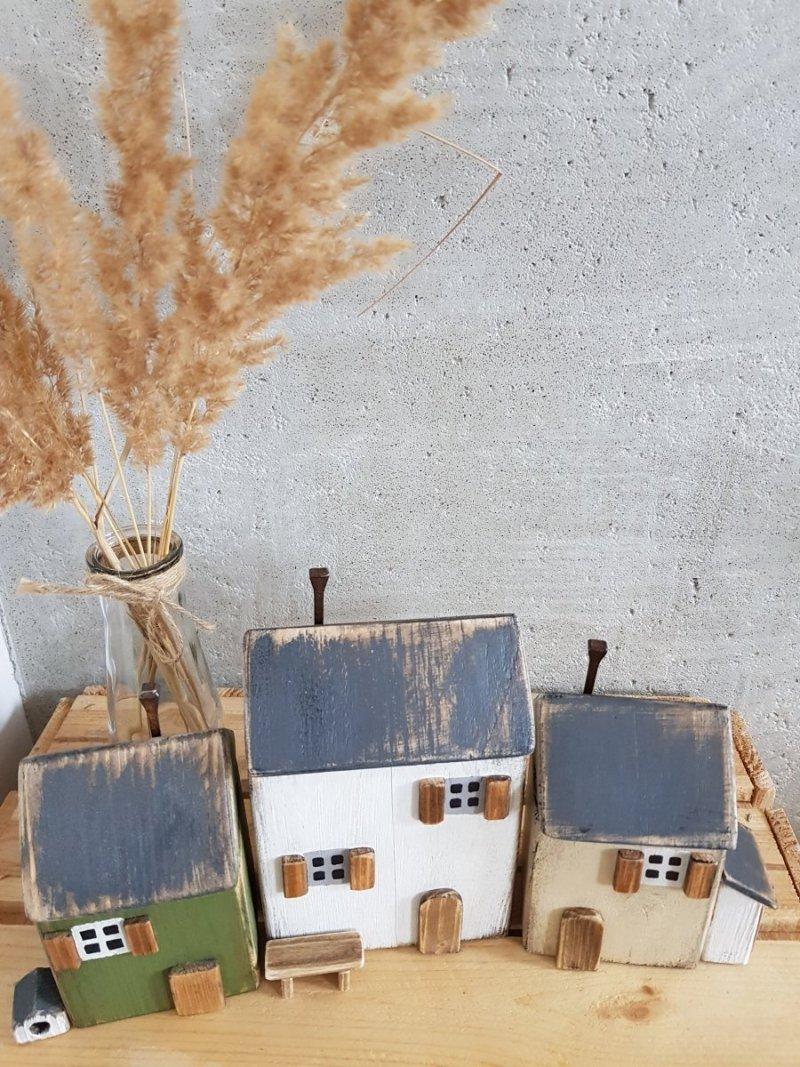 Zestaw drewnianych domków