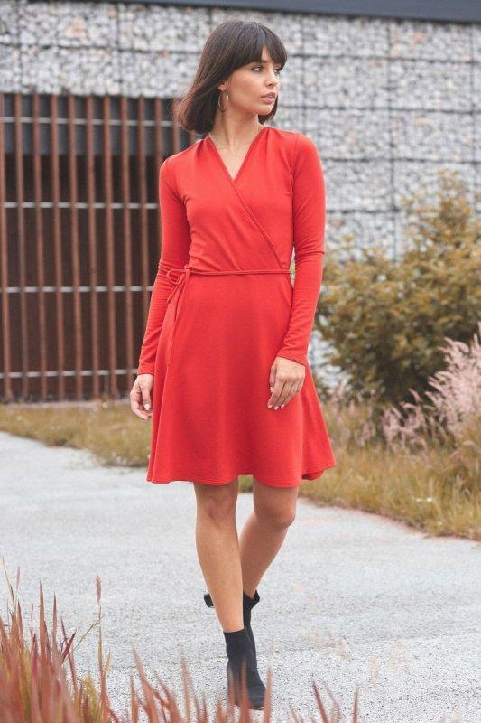 B092 Rozkloszowana sukienka z górą na zakładkę - czerwona