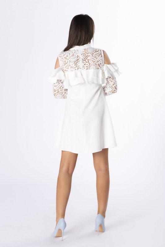 sukienka z gipiurowym wykończenem