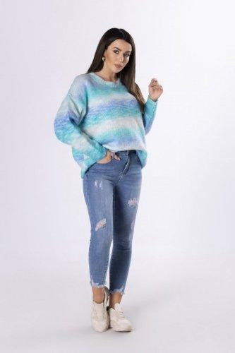 tęczowy sweter o prostym kroju
