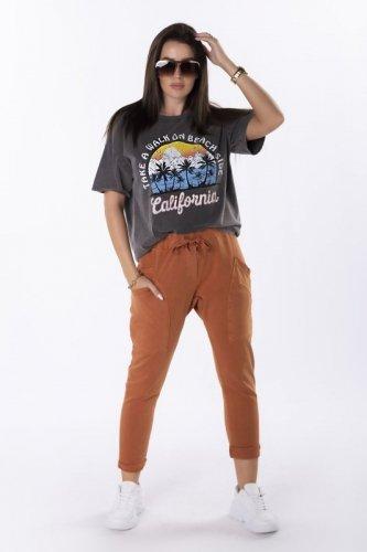 spodnie z ozdobnymi kieszeniami