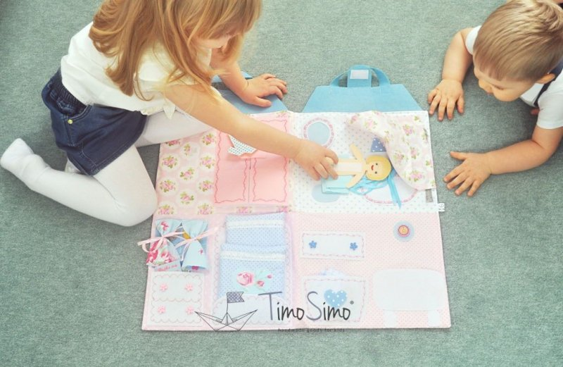 Składany domek dla lalek – mata sensoryczna dla dziewczynki 3+