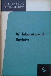 praca zbiorowa • W laboratoriach fizyków