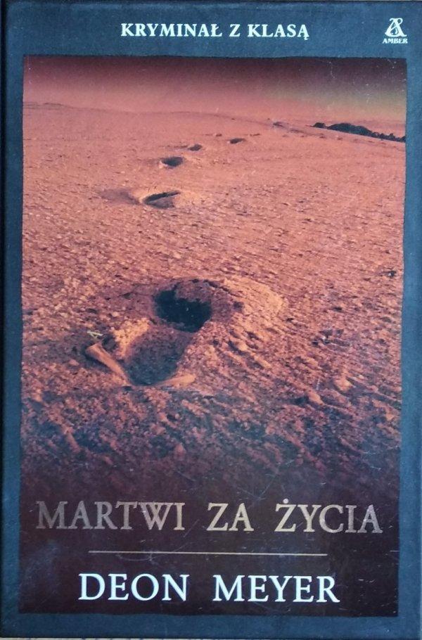 Deon Meyer • Martwi za życia
