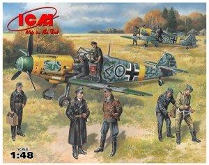 ICM 48803 German IIWW Fighter Messerschmitt Bf 109 F-2 with German Pilots (1:48)