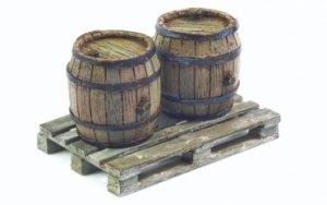 Matho Models 35014 Set of 2 Wooden Barrels and Wooden Pallet 1/35