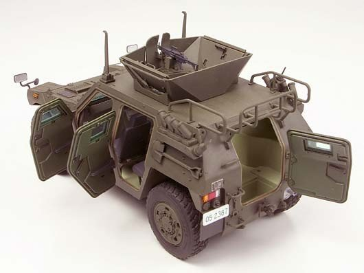 Tamiya 35275 JGSDF Light Armored Vehicle Iraq Humanitarian Assistance Team (1:35)