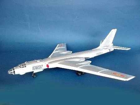 Trumpeter 01612 Tu-16K-26 G/Chinese H-6 (1:72)