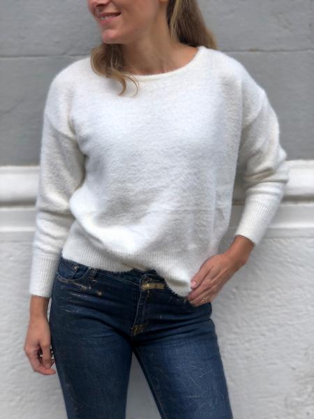 Sweter damski, w  kolorze białym - Odkryte plecy - Gogolfun.pl