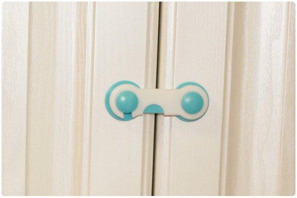 Zabezpieczenie blokada szuflad szafek niebieski